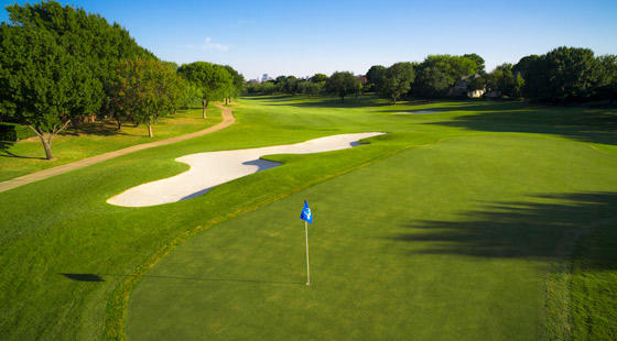 Hackberry-Creek-country-club-Irving-TX-golf-green-flag-560x310_galleryimage.jpg